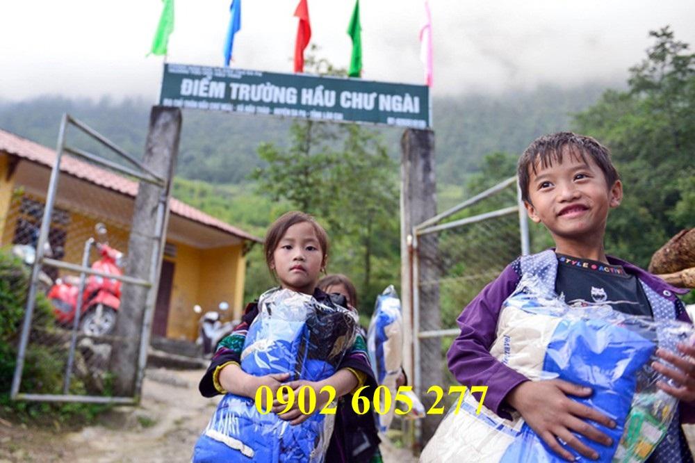 Áo ấm từ thiện và cái ấm mùa đông cho trẻ em vùng cao