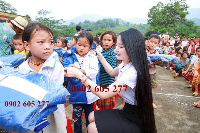 Muốn mua áo khoác ấm đi làm từ thiện ở Lâm Đồng