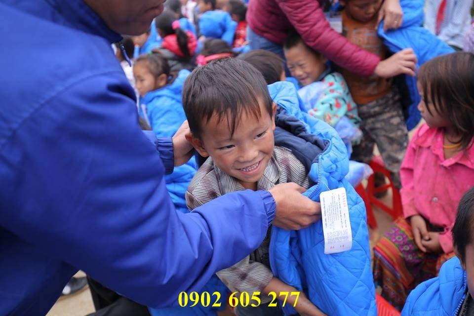 Mua áo khoác từ thiện cho các em có hoàn cảnh khó khăn  – ao khoac tu thien cho cac em hoan canh kho khan