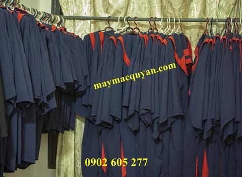 Trường thcs mua áo tốt nghiệp cho học sinh