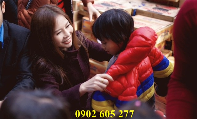 Quà áo khoác ấm cho các em nhỏ tại  Thái Nguyên_AO KHOAC AM TU THIEN
