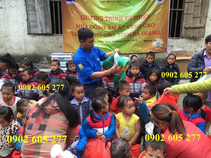 Áo từ thiện cho các em nhỏ tại vùng sâu ở DakLak